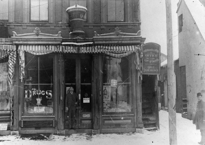 2156e710ff629 The Samuel Hoshour Drug Store (now the High Hats building in Cambridge  City